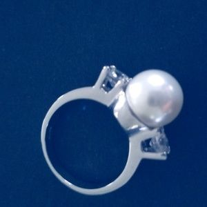 Jewelry - Large white pearl ring, size 6